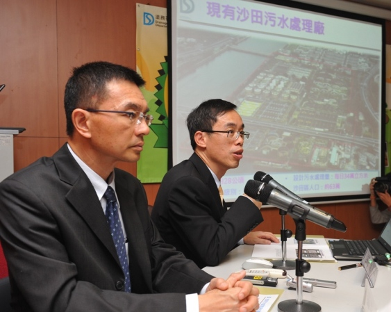 The Drainage Services Department (DSD) Chief Engineer (Sewerage Projects), Mr Lai Cheuk-ho (right), and the Chief Engineer (Sewage Treatment), Mr Lo Kin-hung, brief the media today (November 8) about the development of cavern sewage treatment works in Hong Kong.